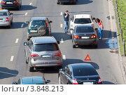Купить «Москва. Мелкая авария  на дороге», эксклюзивное фото № 3848213, снято 12 сентября 2012 г. (c) Lora / Фотобанк Лори