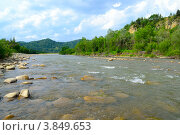 Течение реки уносящее воды вдаль. Стоковое фото, фотограф Артур Худолий / Фотобанк Лори