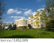 Купить «Школа № 1925. Новокосино. Москва», эксклюзивное фото № 3852009, снято 20 сентября 2012 г. (c) lana1501 / Фотобанк Лори