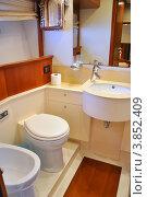 Купить «Интерьер туалета на яхте», фото № 3852409, снято 14 мая 2012 г. (c) Виталий Китайко / Фотобанк Лори
