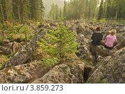 Две девчонки на каменной реке. Стоковое фото, фотограф Медведев Михаил / Фотобанк Лори