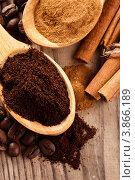 Купить «Кофе и корица в деревянных ложках», фото № 3866189, снято 6 октября 2011 г. (c) Оксана Ковач / Фотобанк Лори