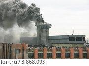Купить «Пожар на промышленном предприятии», фото № 3868093, снято 25 сентября 2012 г. (c) Марина Шатерова / Фотобанк Лори