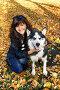 Девушка с собакой породы сибирский хаски (siberian husky) в осеннем парке, фото № 3872245, снято 22 сентября 2012 г. (c) ElenArt / Фотобанк Лори