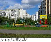 Купить «Детская площадка на Суздальской улице. Район Новокосино. Москва», эксклюзивное фото № 3883533, снято 4 сентября 2012 г. (c) lana1501 / Фотобанк Лори