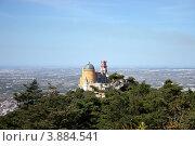 Вид со скалы на Дворец Пена в Синтре (2012 год). Стоковое фото, фотограф Oksana Oleneva / Фотобанк Лори