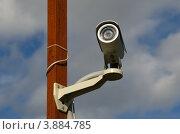 Купить «Уличная камера видеонаблюдения на столбе», эксклюзивное фото № 3884785, снято 5 сентября 2012 г. (c) Елена Коромыслова / Фотобанк Лори