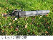 Купить «Пылесос для листьев», эксклюзивное фото № 3888089, снято 22 сентября 2012 г. (c) Юрий Морозов / Фотобанк Лори