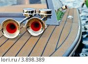 Клаксоны-гудки на лодке. Стоковое фото, фотограф Владислав Сернов / Фотобанк Лори