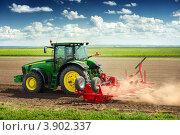 Купить «Современная сельскохозяйственная техника для посадки и уборки овощей», фото № 3902337, снято 9 августа 2012 г. (c) Евгений Захаров / Фотобанк Лори
