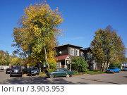 Купить «Осень в городе. Приволжск, Ивановская область», фото № 3903953, снято 21 сентября 2012 г. (c) ElenArt / Фотобанк Лори