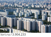 Купить «Вид сверху на спальный район города Москвы, Россия», фото № 3904233, снято 22 августа 2012 г. (c) Николай Винокуров / Фотобанк Лори