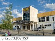 Купить «Дворец спорта в городе Лобня», фото № 3908953, снято 28 июля 2012 г. (c) Малышев Андрей / Фотобанк Лори