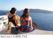 Купить «Две девушки любуются закатом солнца на острове Санторин», фото № 3909713, снято 28 августа 2012 г. (c) Олег Хмельниц / Фотобанк Лори