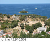 Купить «Вид на город Версар и Адриатическое море. Хорватия. Европа», эксклюзивное фото № 3910509, снято 22 апреля 2019 г. (c) lana1501 / Фотобанк Лори