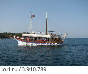 Купить «Туристический экскурсионный корабль в Адриатическом море. Хорватия, Европа», эксклюзивное фото № 3910789, снято 24 января 2019 г. (c) lana1501 / Фотобанк Лори