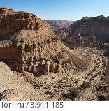 Каньон в пустыне Негев, Ein Yarkeam, Израиль. Стоковое фото, фотограф Shlomo Polonsky / Фотобанк Лори