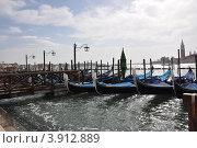 Гондолы на каналах Венеции (2012 год). Стоковое фото, фотограф Светлана Пирожук / Фотобанк Лори