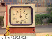 Купить «Старая колонка АЗС», фото № 3921029, снято 20 августа 2012 г. (c) Дарья Петренко / Фотобанк Лори