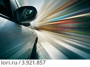 Автомобиль проезжает пешеходный переход зебру на высокой скорости, фото № 3921857, снято 3 сентября 2012 г. (c) Константин Сутягин / Фотобанк Лори