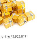 Купить «Золотые коробки с серебряной ленточкой на праздник в подарок», фото № 3923817, снято 18 августа 2012 г. (c) Tatjana Romanova / Фотобанк Лори