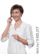 Купить «Молодая девушка в белом халате беседует по мобильному телефону», фото № 3925217, снято 5 февраля 2012 г. (c) Михаил Иванов / Фотобанк Лори
