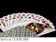 Игральные карты на черном фоне. Стоковое фото, фотограф Максим Кузнецов / Фотобанк Лори