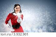 Купить «Симпатичная темноволосая снегурочка в новогоднем костюме», фото № 3932901, снято 28 сентября 2012 г. (c) Sergey Nivens / Фотобанк Лори