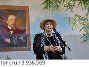 Купить «Выступление Людмилы Хитяевой», фото № 3936569, снято 6 июля 2012 г. (c) Голованов Сергей / Фотобанк Лори