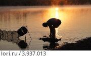 Рыбак на рыбалке. Стоковое фото, фотограф Денис Сураев / Фотобанк Лори