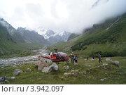 Спасательный вертолет на Кавказе (2011 год). Редакционное фото, фотограф Елена Чердынцева / Фотобанк Лори