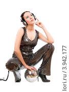 Девушка в блестящем комбинезоне с большими наушниками, фото № 3942177, снято 16 января 2011 г. (c) Сергей Сухоруков / Фотобанк Лори