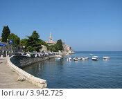 Купить «Адриатическое море, вид на город Пореч, Хорватия, Европа», эксклюзивное фото № 3942725, снято 21 июля 2018 г. (c) lana1501 / Фотобанк Лори