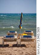 Купить «Лежаки и зонтик на пляже», фото № 3943569, снято 26 сентября 2012 г. (c) Хайрятдинов Ринат / Фотобанк Лори