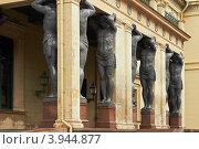 Купить «Санкт-Петербург, статуи атлантов у Эрмитажа», фото № 3944877, снято 12 октября 2012 г. (c) Виктор Савушкин / Фотобанк Лори