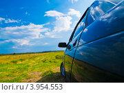 Автомобиль в поле. Стоковое фото, фотограф Евгений Егоров / Фотобанк Лори