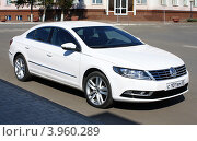 Купить «Комфорт-купе Volkswagen Passat CC», фото № 3960289, снято 8 сентября 2012 г. (c) Виктор Топорков / Фотобанк Лори