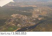 Купить «Подмосковный город под крылом самолета», фото № 3965053, снято 26 сентября 2012 г. (c) Татьяна Юни / Фотобанк Лори