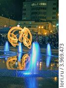 Огненный след. Ночное представление пойстера возле фонтана (2012 год). Редакционное фото, фотограф Даниил Безуглов / Фотобанк Лори