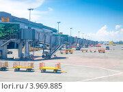 Купить «Филиппины. Посадочные рукава в аэропорту города Манила (Ninoy Aquino)», фото № 3969885, снято 1 мая 2012 г. (c) Сергей Дубров / Фотобанк Лори