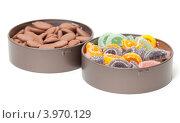 Купить «Разноцветные леденцы и шоколадные конфеты в банках», фото № 3970129, снято 20 октября 2012 г. (c) Discovod / Фотобанк Лори
