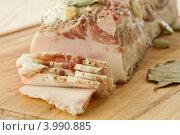 Купить «Сало, нарезанное ломтиками», фото № 3990885, снято 5 ноября 2012 г. (c) Peredniankina / Фотобанк Лори