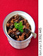 Купить «Рагу из свинины с черносливом и портвейном на красном фоне», фото № 3992445, снято 6 ноября 2011 г. (c) Татьяна Ворона / Фотобанк Лори