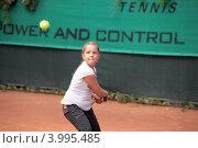 Девочка играет в теннис. Стоковое фото, фотограф Svetlana Zavrazhina / Фотобанк Лори
