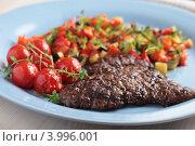 Купить «Бифштекс с тушеными овощами», фото № 3996001, снято 28 апреля 2012 г. (c) Stockphoto / Фотобанк Лори