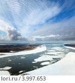 Купить «Большая равнинная река во время ледохода. Вид сверху.», фото № 3997653, снято 6 ноября 2012 г. (c) Владимир Мельников / Фотобанк Лори