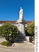Купить «Статуя дона Франсишку Гомеша ду Авелара на Largo da Se, Фару, Алгарве, Португалия», эксклюзивное фото № 3999181, снято 1 октября 2012 г. (c) Виктория Катьянова / Фотобанк Лори