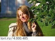 Девушка с листвой дуба. Стоковое фото, фотограф Барабанов Максим / Фотобанк Лори