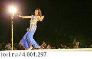Купить «Танцы в ночной пустыне. Выступление для туристов. Шарджа. ОАЭ.», эксклюзивный видеоролик № 4001297, снято 6 ноября 2012 г. (c) Юлия Машкова / Фотобанк Лори