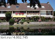 Купить «Дом у воды. Северная Голландия. Волендам.», фото № 4002745, снято 26 июля 2012 г. (c) Петрова Надежда / Фотобанк Лори
